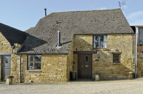 Last Minute Cottages - Attractive Chipping Campden Cottage S24884