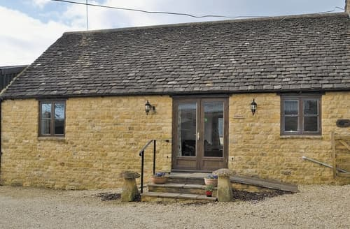 Last Minute Cottages - Attractive Chipping Campden Cottage S24882