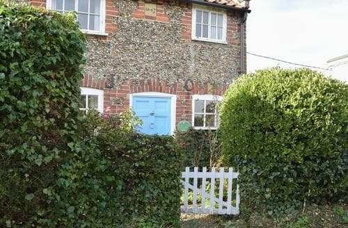 Last Minute Cottages - Attractive Southwold Cottage S18006