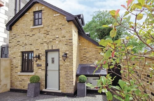 Last Minute Cottages - Charming Maldon Cottage S18136