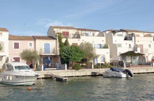 Last Minute Cottages - Villa de la Marina
