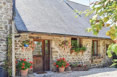 Big Cottages - Captivating Vire Cottage S118536