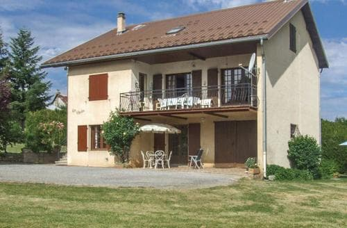 Last Minute Cottages - Maison des Volets Marrons