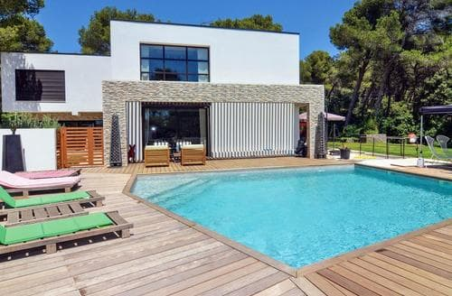 Last Minute Cottages - Studio Contemporain