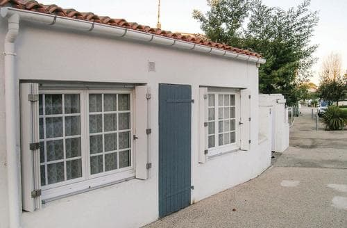 Last Minute Cottages - La Maison de la Plage
