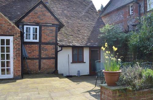 Big Cottages - Inviting Brook Cottage S14064