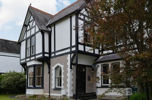 Last Minute Cottages - Charming Llandudno Apartment S22463
