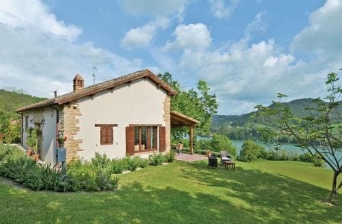 Last Minute Cottages - Beautiful Marche Countryside Cottage S120496