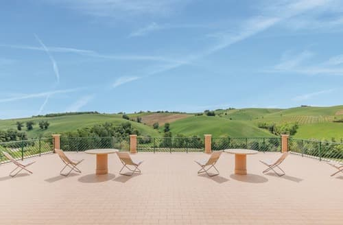 Last Minute Cottages - Attractive Marche Coast Apartment S120504