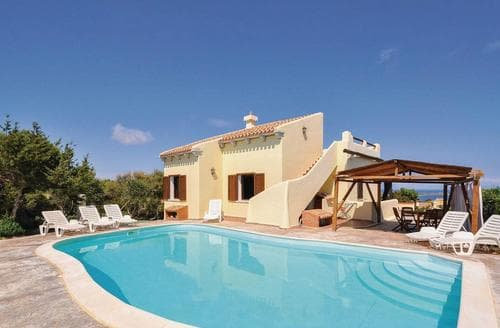 Last Minute Cottages - Piredda