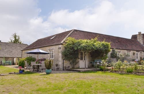 Dog Friendly Cottages - Beautiful Cirencester Lodge S16174