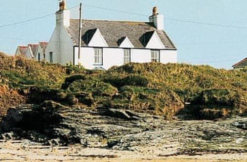 Dog Friendly Cottages - Attractive Holyhead And Treaddur Bay Cottage S22084