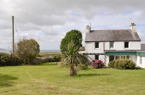Big Cottages - Cosy Holyhead And Treaddur Bay Cottage S22081