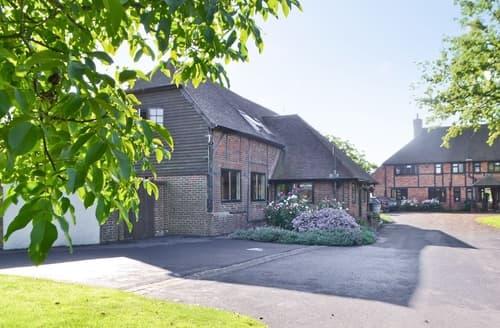 Dog Friendly Cottages - Adorable All Surrey Cottage S13768
