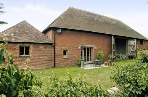 Last Minute Cottages - Church Barn - Le Grande