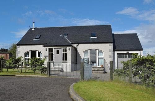Big Cottages - Tasteful Aviemore Cottage S22662