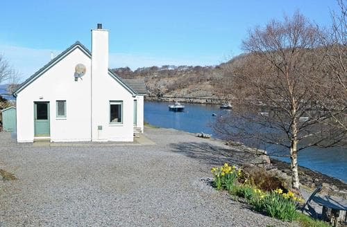 Last Minute Cottages - Captivating Applecross Cottage S24275