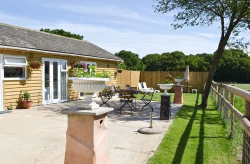 Last Minute Cottages - Wonderful Ashford Cottage S105222