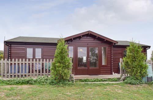 Last Minute Cottages - Adorable Warwick Lodge S101594