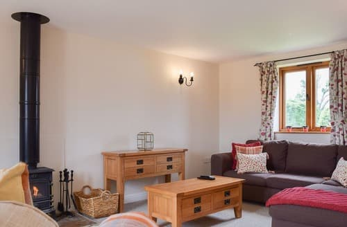 Last Minute Cottages - Beautiful Alcester Cottage S104913