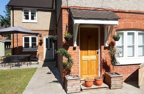 Last Minute Cottages - Attractive Brockenhurst Apartment S127389