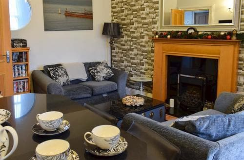 Dog Friendly Cottages - Superb Whitby Apartment S92491