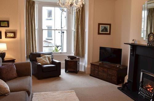 Last Minute Cottages - Quaint Whitby Apartment S94201