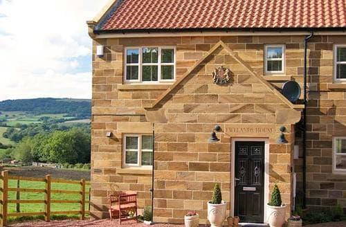 Last Minute Cottages - Ewelands House
