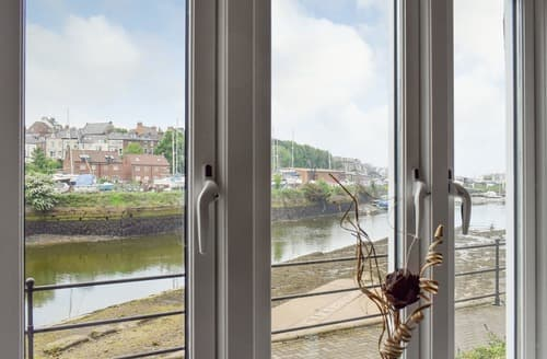 Last Minute Cottages - Captivating Whitby Apartment S104881