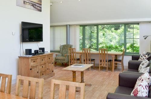 Dog Friendly Cottages - Inviting Bamburgh Apartment S84706