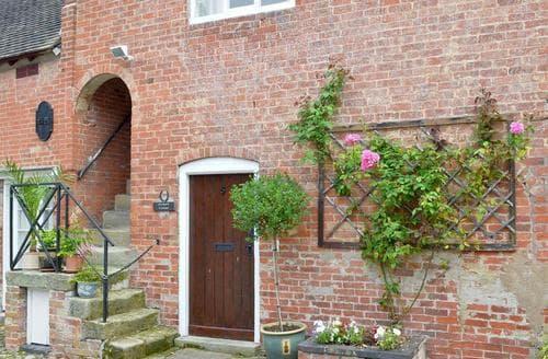 Dog Friendly Cottages - Wonderful Derby Cottage S60814