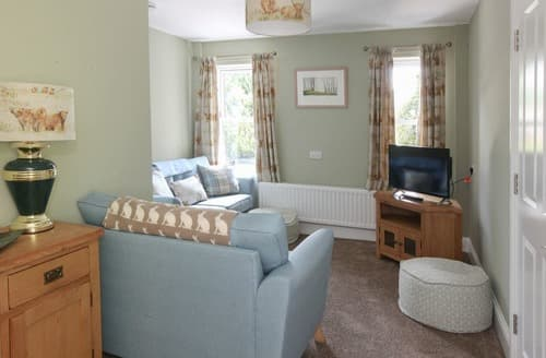 Last Minute Cottages - Superb Bakewell Apartment S121822