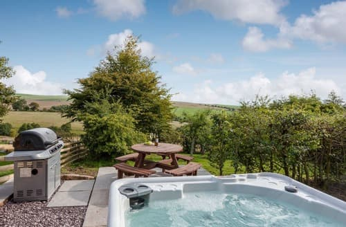 Last Minute Cottages - Cosy Leek Cottage S121239