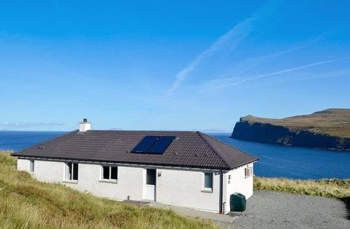 Last Minute Cottages - Adorable Portree Apartment S71498