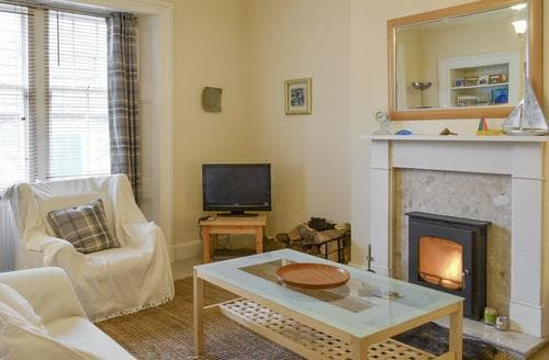 Dog Friendly Cottages - Cosy Eyemouth Apartment S83095