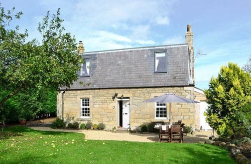 Dog Friendly Cottages - Delightful Duns Cottage S85680