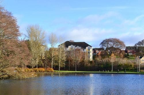 Last Minute Cottages - Lochside Apartment