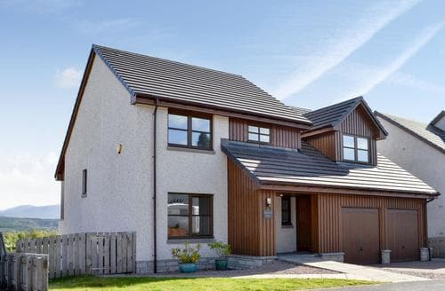 Big Cottages - Inviting Aviemore Lodge S89079