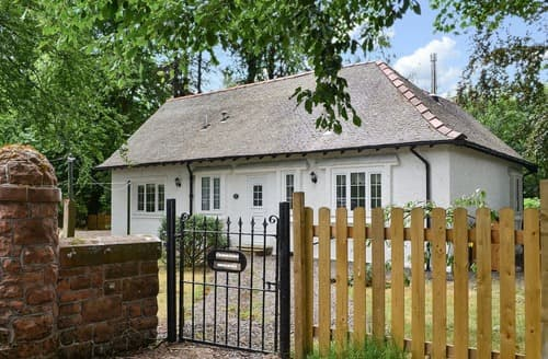 Last Minute Cottages - Stunning Biggar Lodge S113912