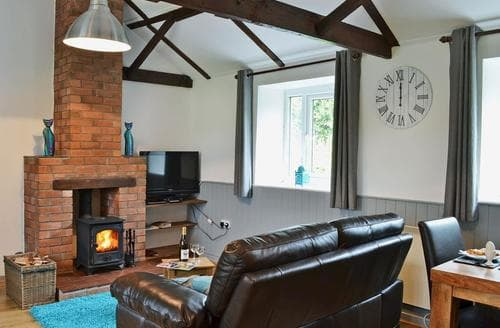 Last Minute Cottages - Beudy Mawr