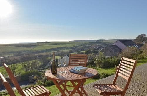 Last Minute Cottages - Superb Tenby Apartment S73410