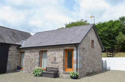 Dog Friendly Cottages - Lovely Llandovery Cottage S78772