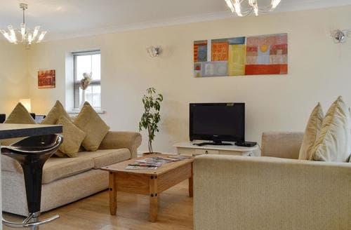 Last Minute Cottages - Captivating Swansea Cottage S96415