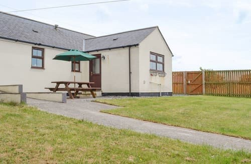 Last Minute Cottages - Lovely Benllech Cottage S105106