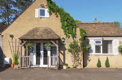 Big Cottages - Stunning Bourton On The Water Cottage S77263