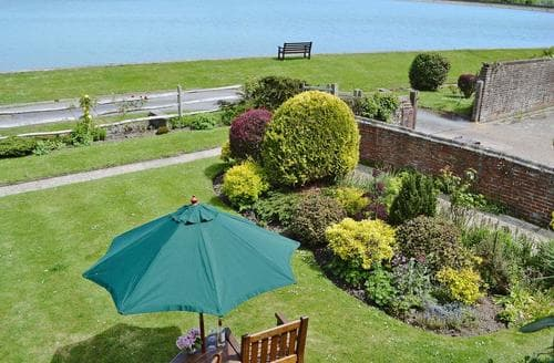 Last Minute Cottages - Excellent Eastbourne Lodge S78037
