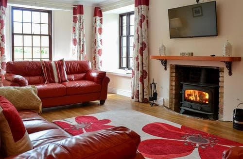 Last Minute Cottages - Lovely Lynton Cottage S77521