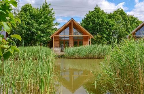 Last Minute Cottages - Luxury Lincoln Lodge S77659