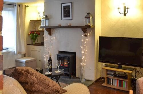 Last Minute Cottages - Lovely Arundel Cottage S80367