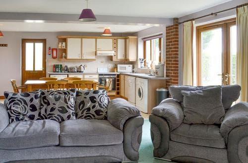 Big Cottages - Tasteful Lincoln Lodge S87931